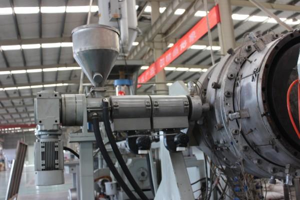 超高分子量聚乙烯管生产线自动上料机